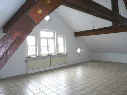 Altshausen zentral! TOP 2,5 Zimmer Dachgeschosswohnung.