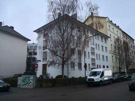4-Zimmer-Wohnung mit Balkon in Frankfurt am Main im 1.OG