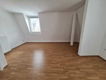 Frisch renoviert! - Lichtdurchflutetes Apartment mit separater Küche in Frohnhausen