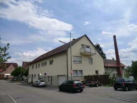 Saniertes Mehrfamilienhaus mit 6 Wohneinheiten, großer Garage und Pkw-Stellplätzen