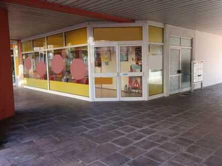 Ladengeschäft in kleiner Einkaufspassage von Bobenheim-Roxheim