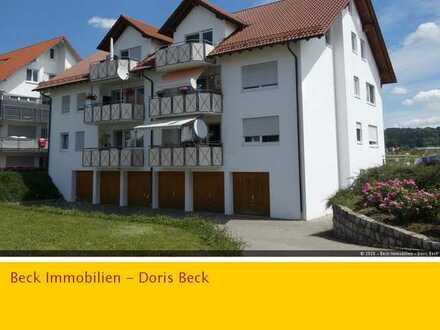 Sonnige 3,5 Zi.-DG-Wohnung mit Balkon, sep. Kellerraum und 2 Stellplätzen