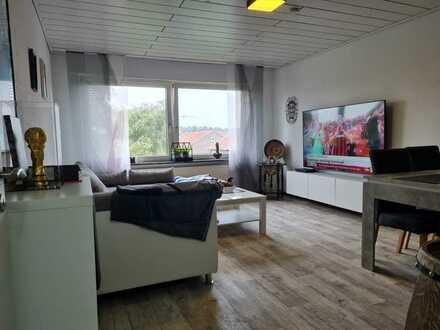 Gepflegte Wohnung mit drei Zimmern sowie Balkon und Einbauküche in Gronau