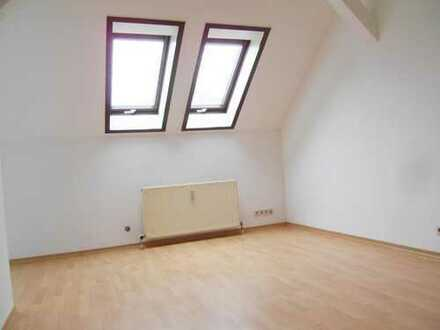 Singles, Azubis, Montreure! Nette Dachgeschoßwohnung, sogar mit kleiner Einbauküche!
