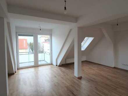 Außergewöhnliche Dachgeschosswohnung mit Balkon, 1 Grundmiete frei, bei Anmietung bis 31.05.2020