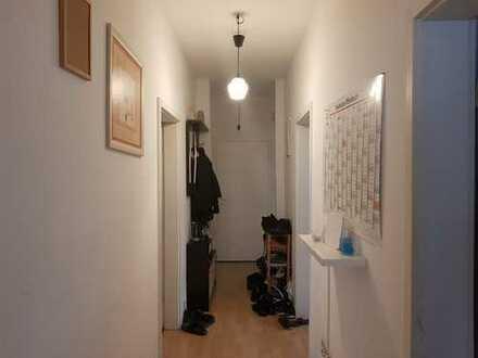 Helle charakteristische altbau 3 Zimmer Wohnung Küche Bad