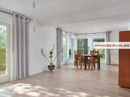IMMOBERLIN: Charmantes Einfamilienhaus in Niedrigenergie-Bauweise mit fabelhaftem Südwestgarten