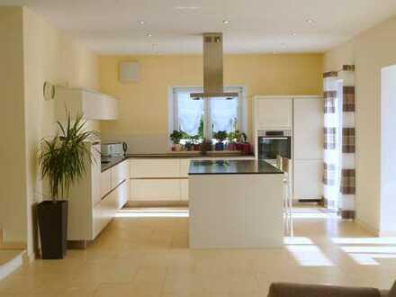 Neu fertiggestelltes Luxus EFH in Hepberg mit 374 qm Wfl. 2-3 Küchen, 4 Bäder