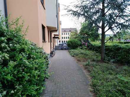 3-Zimmer mit EBK in neuwertigem Haus mit TG ruhig gelegen in City-Nähe