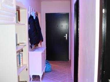 suche Untermieter/in für modern möbliertes Zimmer