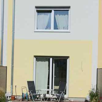 Schönes Reihenmittelhaus - 5 Zimmer - kleine Terrasse - Stellplatz!
