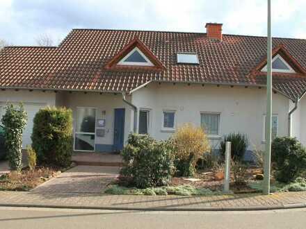 Gepflegte DG-Wohnung mit drei Zimmern und Einbauküche in Sippersfeld