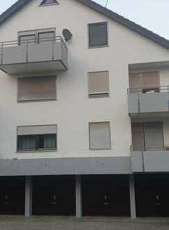 Ansprechende 2-Zimmer-Dachgeschosswohnung mit Balkon und Einbauküche in Esslingen (Kreis)