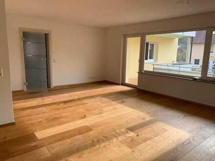 Moderne, großzügige und vollständig renovierte 4 Zimmer Wohnung in ruhiger Lage