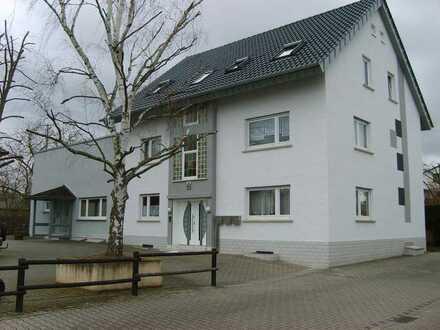 Schöne, geräumige drei Zimmer Wohnung mit TL-Bad in Mainz-Bingen (Kreis), Gensingen