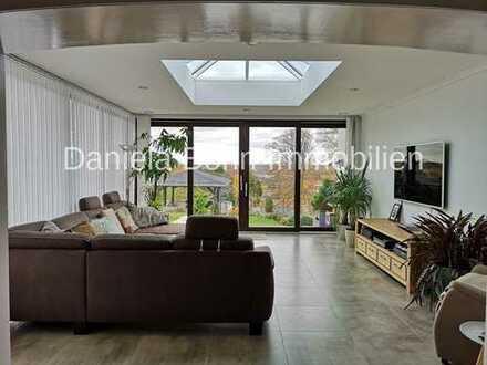 Großzügiger und hochwertig ausgestatteter Bungalow inkl. Gartenbereich und Garage in Stommeln!