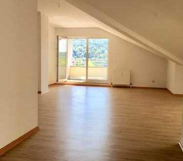 Helle und große 1-Zimmer Dachgeschoss Wohnung