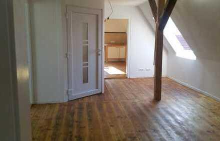 Erstbezug nach Sanierung: ansprechende 3,5-Zimmer-DG-Wohnung mit EBK in Rosengarten-Tullau