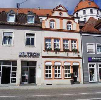 Wohnen und Arbeiten - Büro und Geschäftshaus mit Einliegerwohnung und separatem Apartment im Zent...