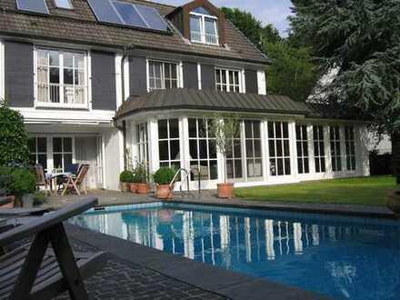 Exklusives Designer-Haus mit Garten und Pool