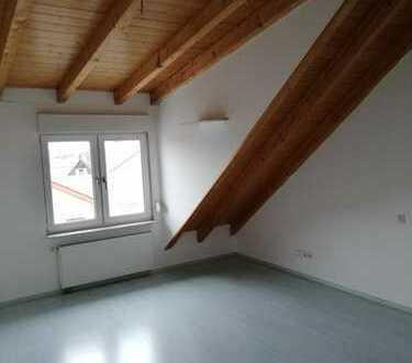 WG-Zimmer in schöner Dachgeschosswohnung über den Dächern von Eppelheim