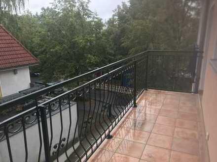 5 Zimmer-Penthouse Maisonettewohnung mit Balkon und Tiefgarage unweit von Schlosspark!
