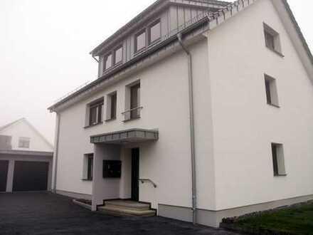 Lichtdurchflutete, komfortable Dachgeschoss-Wohnung mit gehobener Ausstattung