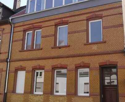 Schöne, geräumige zwei Zimmer Wohnung in Mannheim, Neckarau