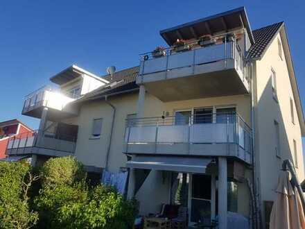 Neuwertige Wohnung mit zwei Zimmern sowie Balkon und Einbauküche in Schwandorf (Kreis)