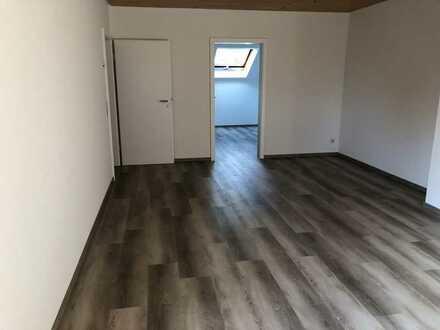 Erstbezug nach Sanierung: freundliche 4,5-Zimmer-DG-Wohnung mit Dachterrassegen