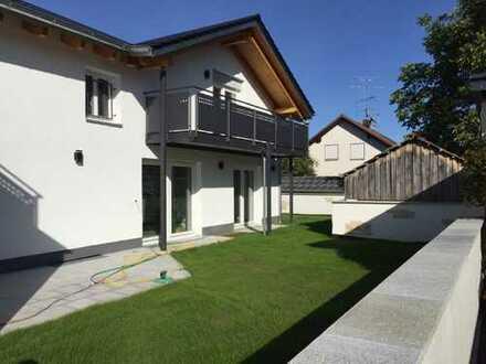 Schöne, moderne Wohnung mit großem Balkon in Kelheim (Kreis), Abensberg, Erstbezug