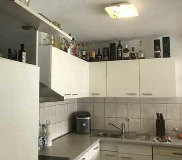 Einzugsbereit! schöne 2 Zimmer Wohnung im Hochparterre + Balkon+Tiefgarage in Stuttgart