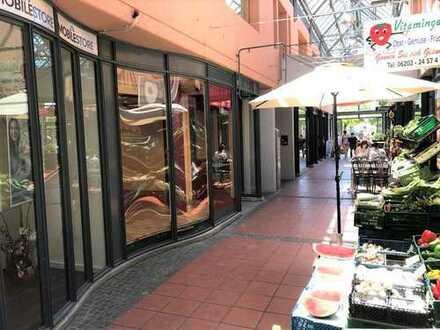 Neu renoviertes Ladengeschäft in der Schwetzinger Fußgängerzone (Passage)