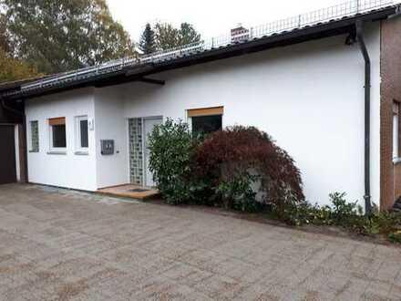 Freistehendes Haus/Bungalow mit 2 Garagen, neuem Bad, in ruhiger, zentraler Lage von Althütte!