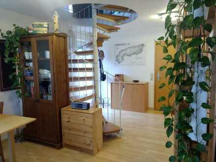 Stilvolle, gepflegte 2-Zimmer-Maisonette-Wohnung mit Balkon und Einbauküche in Weingarten