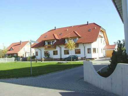 ***Mehrfamilienhaus in Feldrandlage***