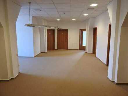 Praxis/Büro_6Zimmer_210 m²_5xWC_Balkon_Aufzug_Barrierefrei