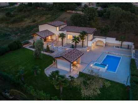 EINZIGARTIGE LAGE !!! Freistehendes Haus mit Swimmingpool und Panorama-Meerblick