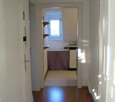 Liebenswerte ,ruhige 2 Zimmer DG Wohnung in München Allach Nähe S Bahn---Provisionsfrei