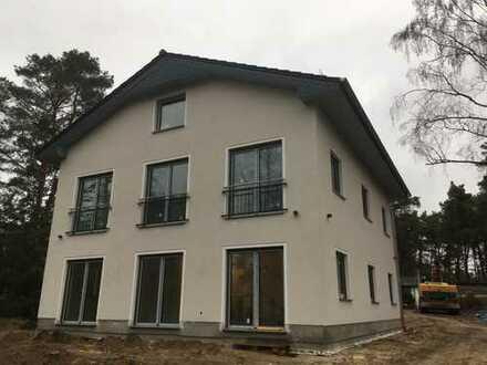 Erstbezug: exklusive 3-Zimmer-Terrassenwohnung mit hochwertiger EBK, Parkett und Kamin
