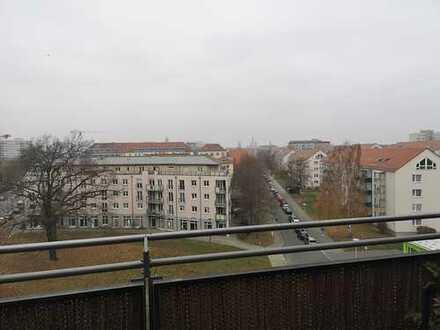 Besondere 2-Zimmer-Wohnung mit Dachterrasse und Einbauküche in Dresden Johannstadt