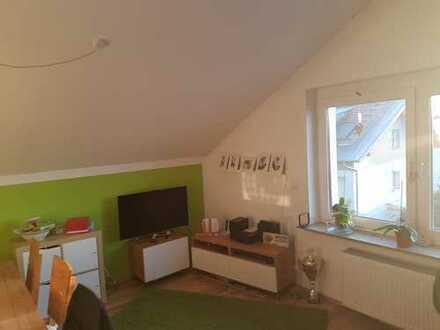 Modernisierte 3-Zimmer-DG-Wohnung mit Einbauküche in Weiterstadt