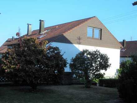 Modernisierte 3 Zimmer Dachgeschosswohnung mit Einbauküche in Weil der Stadt-Merklingen