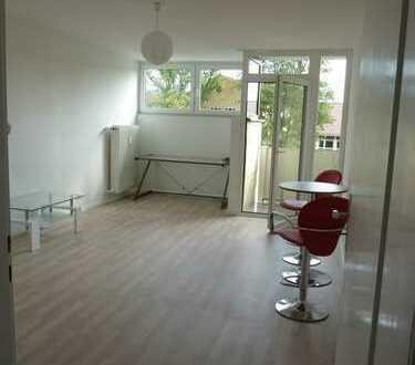 Nach Sanierung: möblierte 1-Zimmerwohnung mit kl. Balkon in bevorzugter Lage (Nähe INF)