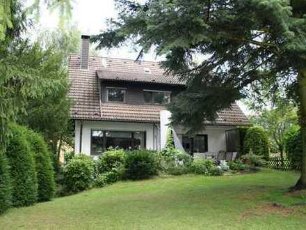 Großes EFH mit PKW-Garage und Garten in ruhiger Wohnlage von Bad Honnef-Aegidienberg.