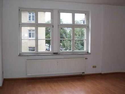 Neues Zuhause * grüner Innenhof * Laminat *