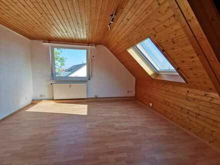 Gemütliche 2-Zi.-Dachgeschosswohnung in Pforzheim-Huchenfeld
