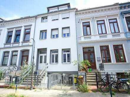 Kernsanierte Drei-Zimmer-Maisonette Wohnung mit Balkon und Hofgarten in Altbremer Haus im Viertel