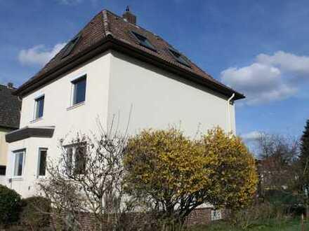 Neu saniertes Haus zur Miete in Hemmingen mit Wintergarten, Garage, großem Vollkeller & Garten