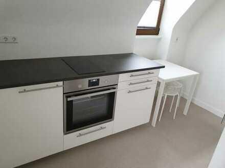 2-Zimmer-DG-WG mit Einbauküche in Stuttgart